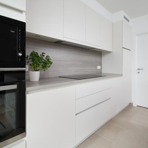 Strakke, witte keuken
